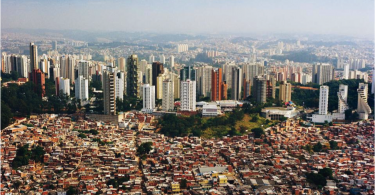 The economic contrast that is Rio de Janeiro's. -- Photo from domusweb.it