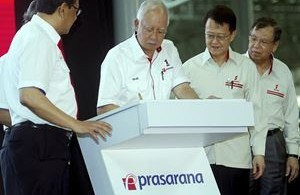 Najib (second left) at the launch.