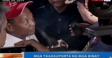 Binay (with red cap) confronting the police.