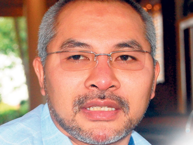 Khir collapsed yesterday after going jogging and is now warded at the National Heart Institute.