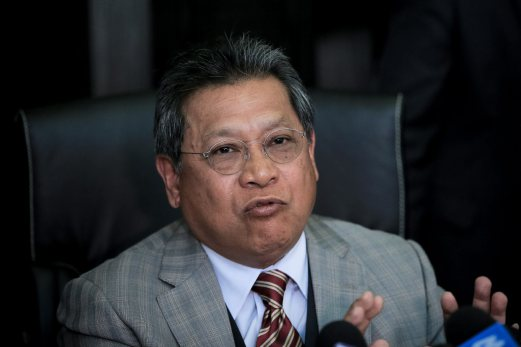 Pandikar Amin has threatened to resign if the government proceeds to allow the debate to take place.