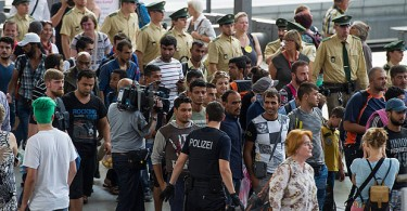German police move in to detain migrants who had arrived at Munich's main railway station without vaild passports or visas. --Photo by Getty Images