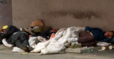 According to official estimates, the number of the homeless in London increased by slightly more than double from 2009/10 to 2014/15 to total 7,581.