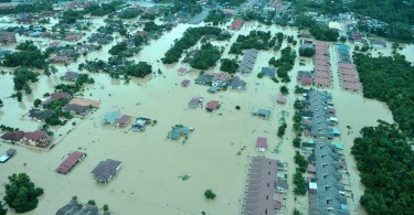 Much of Kemaman district was flooded in 2014. -- Bernama photo