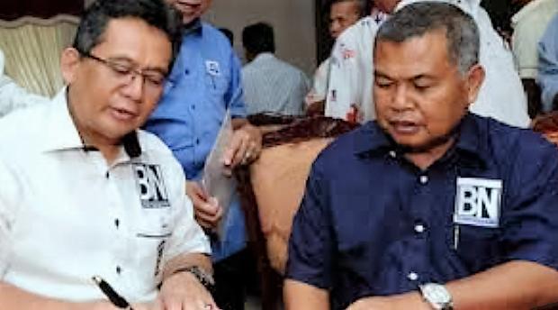 Terengganu Menteri Besar Datuk Sei Ahmad Razif (left) and his predecessor Datuk Seri Ahmad Said.