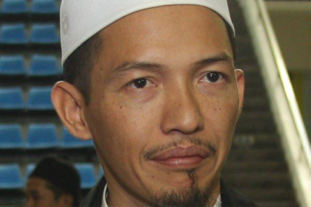 Nik Abduh suggests that Mahathir should spend his time worshipping Allah.