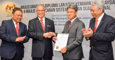 Human Resources Minister Datuk Seri Richard Riot Jaem (second from left) conferred the accreditation to Proton CEO Datuk Ahmad Fuaad Kenali.