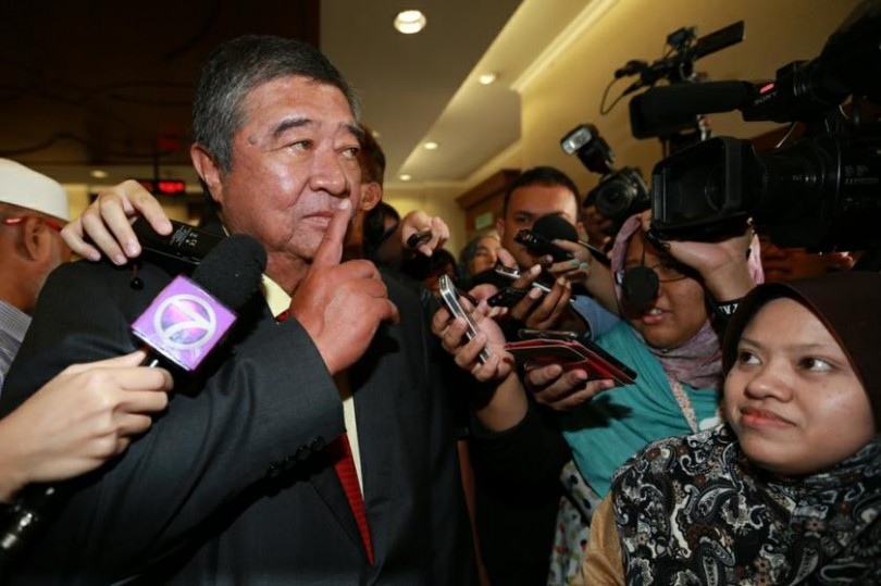Tun Dr Ling Liong Sik gestures to journalists after he was acquitted of corruption in the PKFZ case