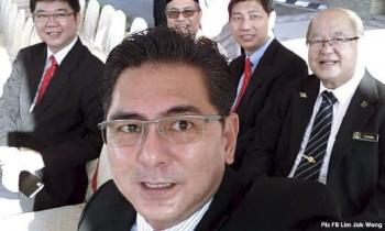 Kota Malacca MP Sim Tong Him (R), Bachang assemblyman Lim Jak Wong (front), Kesidang assemblyman Chin Choon Seong and Duyong assemblyman Goh Leong San.