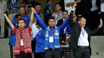 Azizul Annuar Adenan (center) representing his mother Datuk Amar Jamilah Anu, BN candidate with PBDS Baru candidate Rapelson Richard Hamit (left) and and Star candidate Jonny Aput