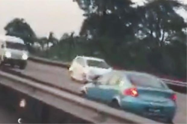 A video grab of the car going against traffic before it met the accident.