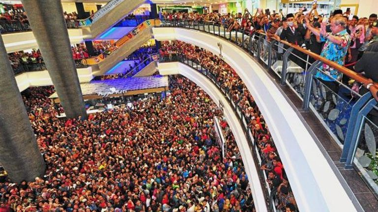 Thousands of Johoreans gathered at Galleria Kota Raya on March 22 hoping to own a Bangsa Johor Dream House launched by the Sultan Ibrahim