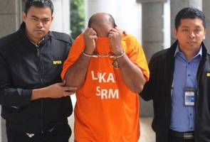 One of the officers in Melaka arrested by the MACC.