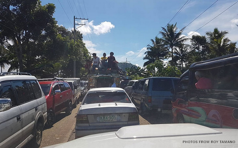 The people fo Marawi fleeing the city following the clashes.