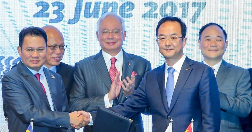 Prime Minister, Datuk Seri Najib Razak (centre) witnessing Group Managing Director of DRB-HICOM Berhad, Datuk Seri Syed Faisal Albar (left) with President Zhejiang Geely Holding Group and Chief Executive Officer of Geely Auto Group, An Conghui (second from right) exchanging document during signing ceremony between DRB-HICOM Berhad and Zhejiang Geely Holding Group at Grand Hyatt, Kuala Lumpur. Looking on, Chairman of DRB-HICOM Berhad, Brig. Gen. (K) Tan Sri Dr Mohd Khamil Jamil (second from left) and Chairman of Zhejiang Geely Holding Group, Li Shufu (right)