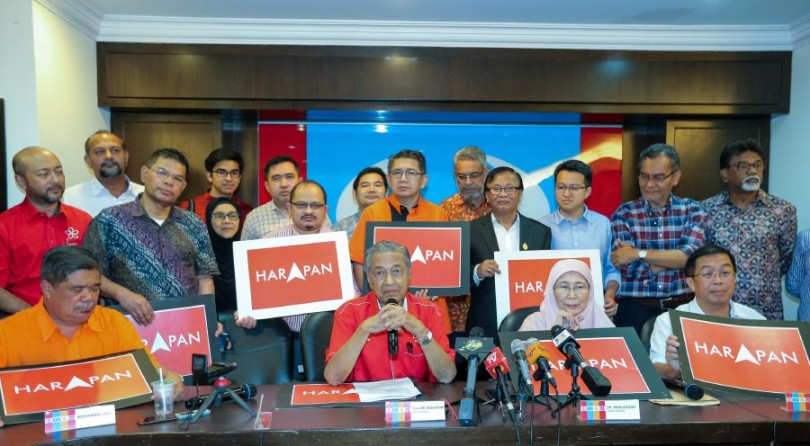 It's Mahathir taking centrestage again. Conspicuously absent? The DAP big guns.