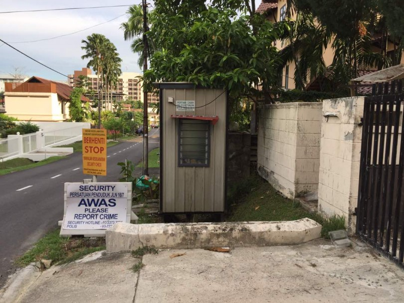 One of the contentious guard posts in Petaling Jaya's Seksyen 16/7.