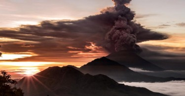 Mount Agung  spewing thick plumes of smoke  on Saturday