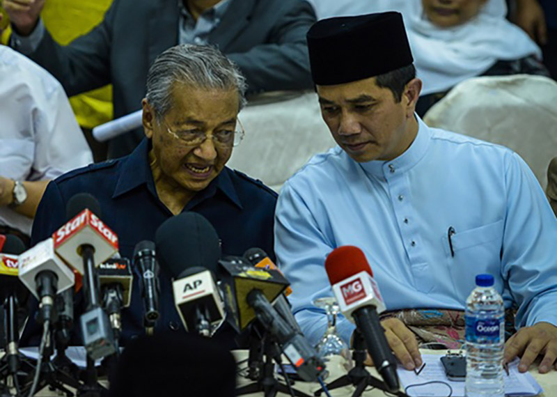 Azmin and Dr M in cahoots against Anwar?