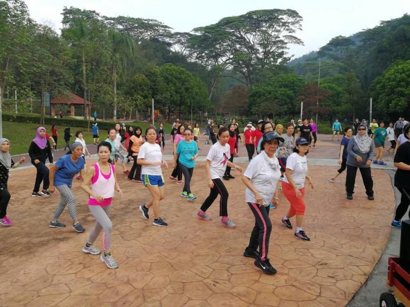 The Sunday morning Zumba class in full swing. (pic by Chong Yoke Mei)