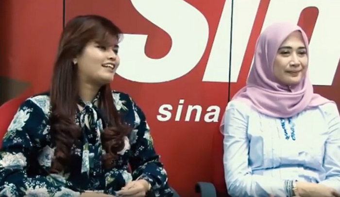 Dyana Sofya (L) and Dira