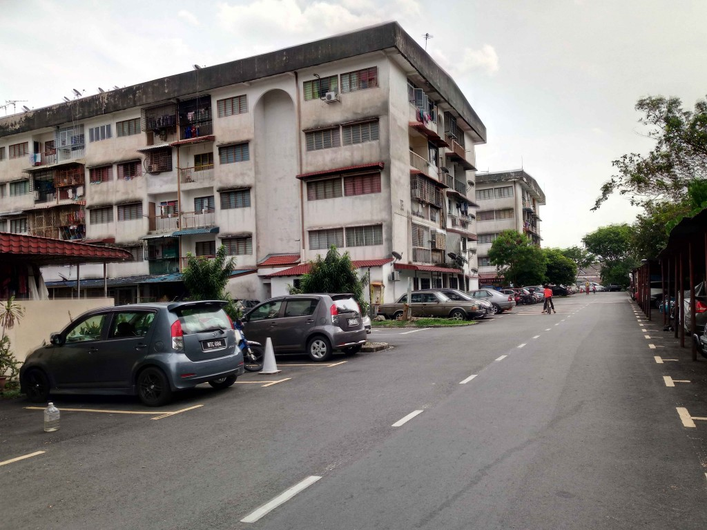 Zuraida was said to have been avoiding those in Kosas flat houses as they were deemed to be critical of her.