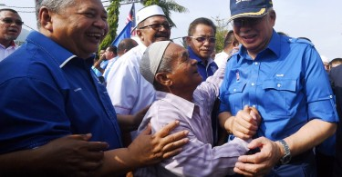 Prime Minister Datuk Seri Najib Razak is greeted by villager Mat Isa Mat Yassin, 66, during his working visit to Bera today.