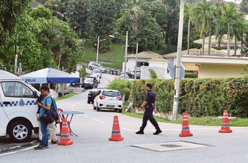 There's still heavy police presence outside Najib's Taman Duta home.