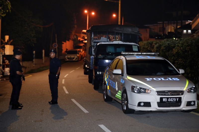 More cops and police vehicles seen outside Najib's house in Taman Duta on Wednesday night.