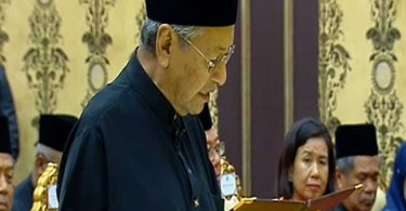 Mahathir at the swearing-in.