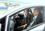Presiden Joko Widodo and Tun Dr Mahathir Mohamad in a Proton Iriz during the test drive in 2015