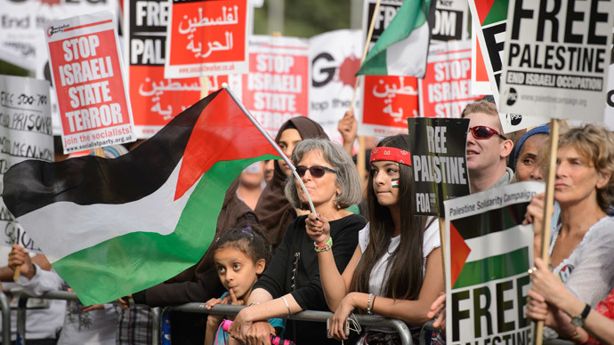 Pro-Palestine protestors near the Israeli embassy in central London on August 1, 2014