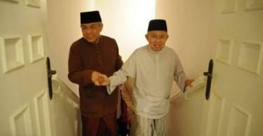 Datuk Seri Ahmad Zahid Hamidi and Tengku Razaleigh Hamzah.