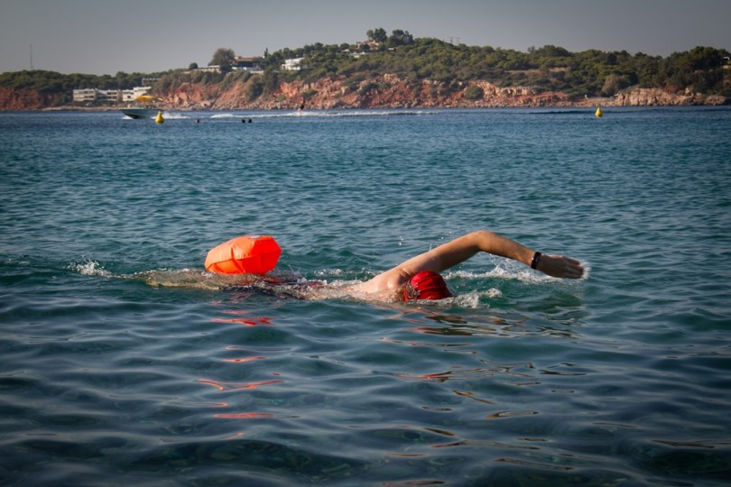 A swimmer equipped with a safety buoy