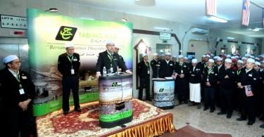Datuk Seri Syed Saleh Abdul Rahman addressing Tabung Haji personnel at the gathering in Mecca today.