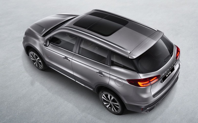 Proton X70 Premium variant comes with a sunroof