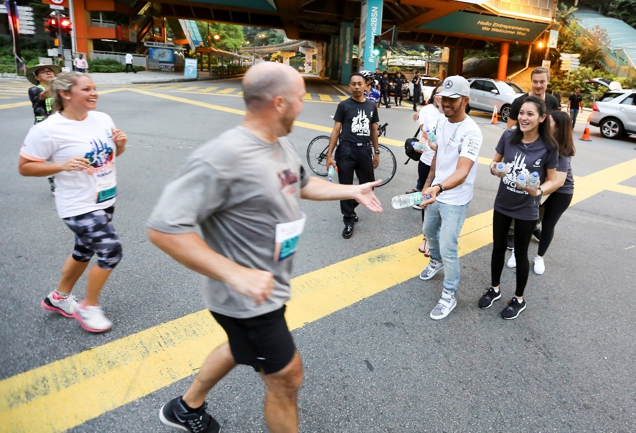 Adding to the excitement were the surprise look on some of the participants to have Mesra water bottles handed out to them by none other than the three-time F1 World Drivers Champion, Lewis Hamilton.