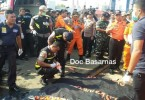 Indonesian rescuer workers next to a body at Tanjung Priok port believed to have been from the ill-fated Lion Air plane. -- Photo from Basarnas/Reuters