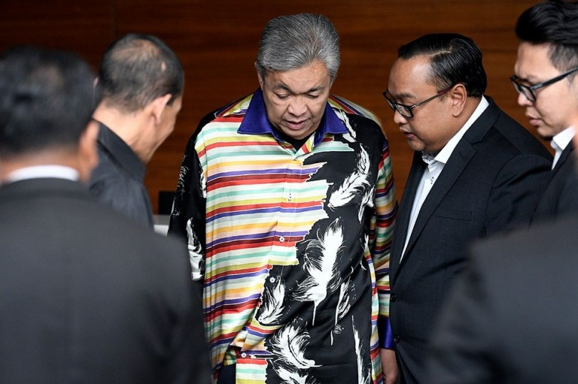 Zahid arriving at the MACC office earlier in the day.