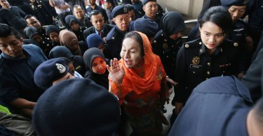 Datuk Seri Rosmah Mansor  waves to members of the media upon her arrival at the court today.