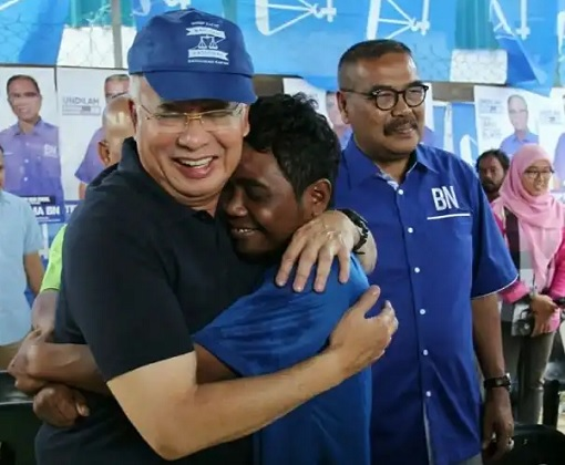 Najib being hugged by an  Orang Asli  while campaigning for BN in Cameron Highlands.