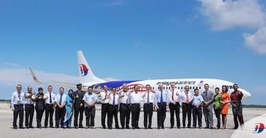 Datuk Seri Najib Razak (eighth from right) with Malaysia Airlines staff.