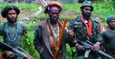 Papuan rebels armed with M16 assault rifles and traditional weapons.