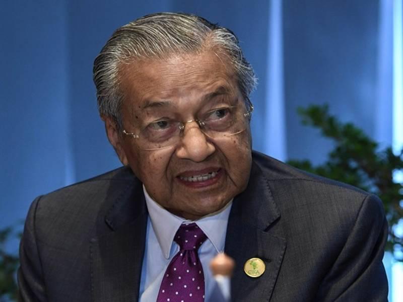 Survey shows that public support for Mahathir has fallen.