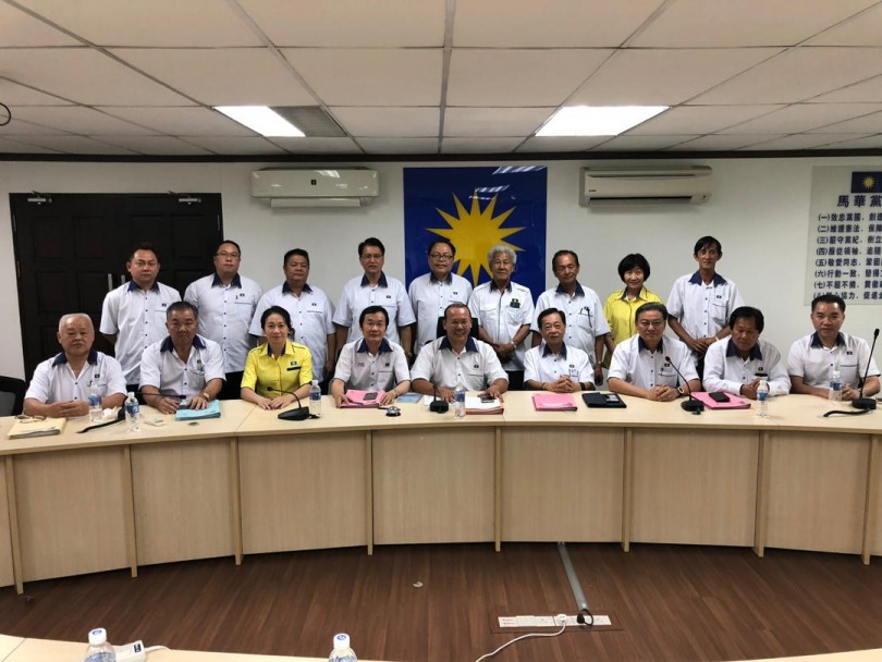 Sabah MCA committee members.