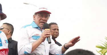 Datuk Seri Anwar Ibrahim and Dr S.Streram  on the nomination day of Rantau by-election.