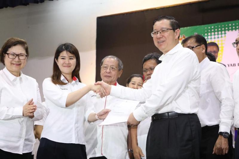 Vivian Wong Shir Yee with DAP leadership after named as the party's candidate for the Sandakan by-election.