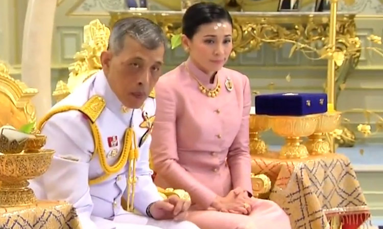 King Maha Vajiralongkorn and Suthida Vajiralongkorn na Ayudhya during their wedding ceremony in Bangkok yesterday.