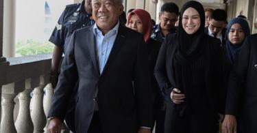 Datuk Seri Bung Moktar Radin and his wife Datin Seri Zizie Izette A. Samad.