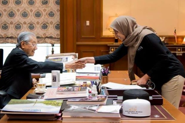 "Mahathir and Latheefa: ""Why should the head of an agency meant to be impartial and independent go to meet the PM, even if culturally correct?"""